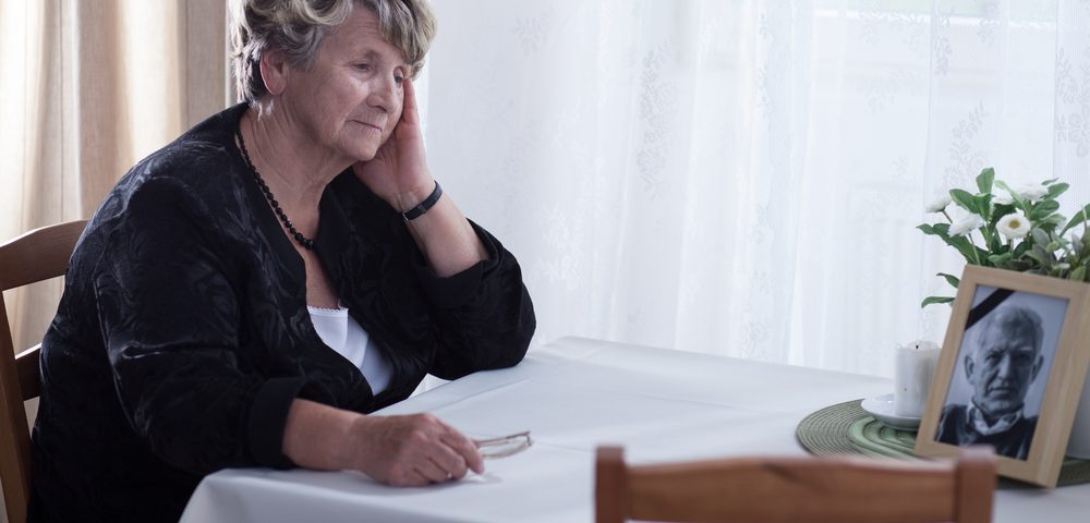 Loneliness May Be Early Symptom of Alzheimer's in Cognitively Normal Older People